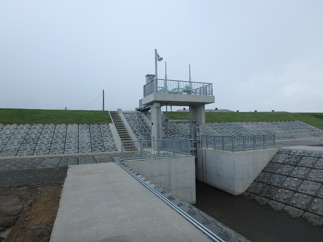 大堰排水樋門改築工事