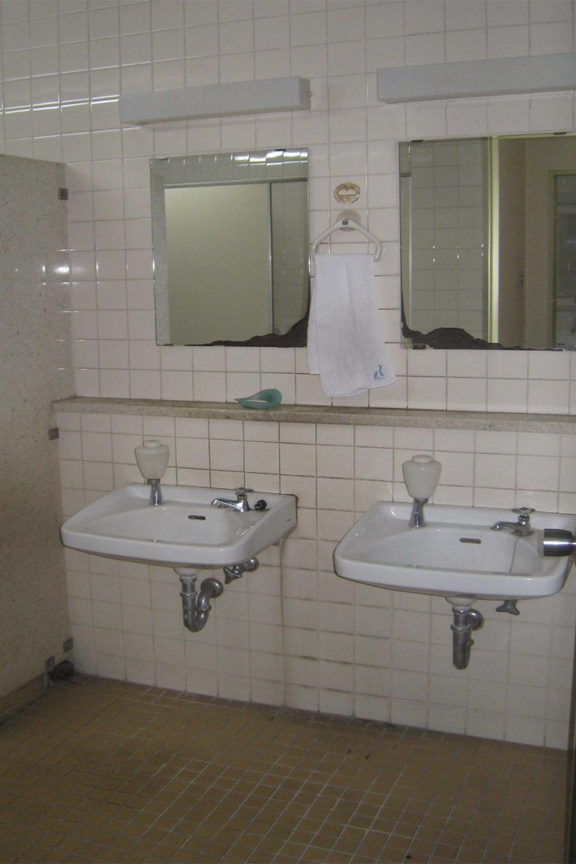 男子トイレ1 Before